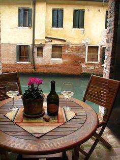 Dorsoduro apartment rental - Una bottiglia di vino...with a canal view.