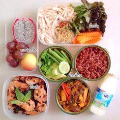 มื้อเช้า  ข้าวผัดกุ้ง ใช้ข้าวไรซ์เบอรี่  ผัดด้วยน้ำมันมะกอก ปรุงด้วยเกลือและพริกไทย #มื้อเที่ยง ผัดฉ่าหอยแครงข้าวโพดอ่อน  ใช้เครื่องผัดฉ่าปกติ ปรุงรสด้วยน้ำมันหอยและซีอิ้วขาว +ข้าว #มื้อเย็น  ยำอกไก่ฉีก เครื่องยำใช้ตะไคร้ พริกแดง ใบมะกรูดซอยละเอียด น้ำยำใช้มะนาว น้ำปลา น้ำตาลมะพร้าว #ระหว่างวัน ผลไม้