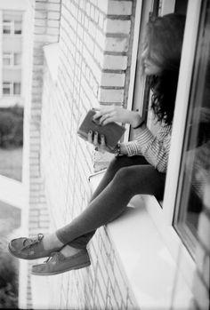Ⓜ (L): 0154 / Chica leyendo.