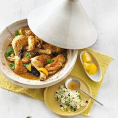 Marokkanisches Zitronenhuhn | BRIGITTE.de Eat Pray Love, Oriental Food, Arabic Food, Thai Red Curry, Healthy Life, Food And Drink, Low Carb, Keto, Snacks