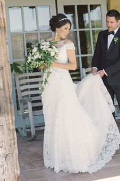 Wedding dress idea; Featured Photographer: Carlie Statsky Photography