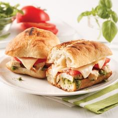 Panini au poulet et pesto - 5 ingredients 15 minutes Wrap Sandwiches, Sandwich Recipes, Salmon Burgers, Lunch, Snacks, Chicken, Pizza, Cooking, Ethnic Recipes