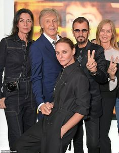 Paul McCartney and Ringo Starr were reunited at the launch of Linda McCartney: The Photo Diaries (L-R Mary McCartney, Paul, Stella McCartney, Ringo and his wife Barbara Bach Paul Mccartney Kids, Paul Mccartney Ringo Starr, Mary Mccartney, Paul And Linda Mccartney, Stella Mccartney, Foto Beatles, John Lennon Beatles, Jazz, Chrissie Hynde