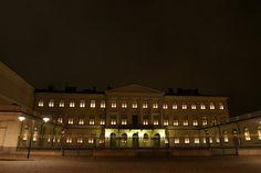 Presidentin linna toimii Suomen presidentin edustusasuntona. Sijaitsee aivan Helsingin keskustassa kävelymatkan päässä rautatieasemasta.