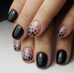 Quem ama usar preto vai adorar estas 17 ideias para pintar as unhas