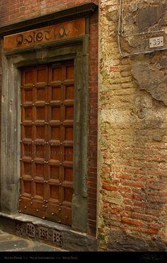 Siena, Italy Isletia_Via_di_Stalloreggi_5995.jpg 792×1,250 pixels