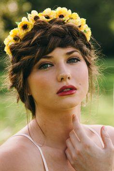 Flower crown and braid Photography: Rachael Michelle Photography Cellphone Wallpaper, Flower Crown, Braids, Face, Flowers, Photography, Beautiful, Crown Flower, Bang Braids