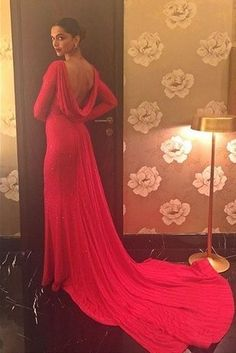 Deepika Padukone | 23 Of The Best-Dressed Celebrities At The 2016 Filmfare Awards