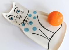 Ceramic cat plate by Livia Coloji Staffordshire Dog, Clay Cats, Brown Paper, Signature Style, Sunglasses Case, Objects, Plate, Etsy Shop, Ceramics