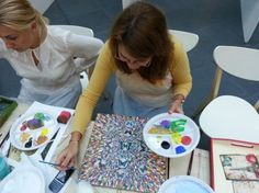 PICTURA PE CERAMICA Prea mult business si prea putina pasiune? Vino la cursul de pictura pe ceramica si afla cum poti aduce culoare in spatiul tau de lucru si bucurie in sufletele angajatilor tai!