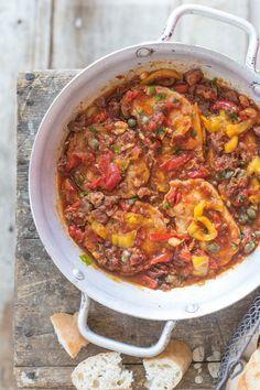 Meat Recipes, Hungarian Recipes, Ciabatta, Paella, Chili, Soup, Dishes, Street, Gastronomia