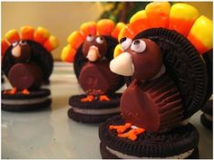 Oreo Turkey Treats- did these this Thanksgiving and they were a total hit! Lots of detail work though Thanksgiving Cupcakes, Thanksgiving Turkey, Thanksgiving Recipes, Happy Thanksgiving, Thanksgiving Decorations, Thanksgiving Favors, Thanksgiving Pictures, Thanksgiving Prayer, Thanksgiving Projects