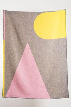 Konstructiv Wool Blanket by Michele Rondelli 2019 Artist Wool Blankets Konstructiv Wool Blanket By Michele Rondelli The post Konstructiv Wool Blanket by Michele Rondelli 2019 appeared first on Wool Diy.