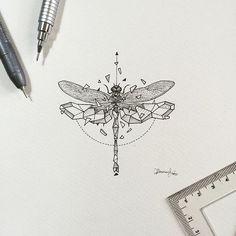 Le tatouage libellule n'est pas le motif de tatouage le plus répandus, pourtant il le mériterait bien autant que le tatouage papillon...