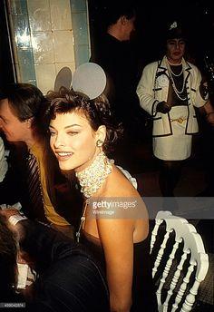 Linda Evangelista attends the Victoire de Castellane Birthday Party, 1992.