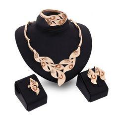 Llévalo por solo $27,400.Un Juego de cristalino de la forma de la hoja de imitación Noble anillo de la pulsera collar y pendientes para las mujeres.
