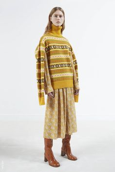 Feb 2017 - The complete Joseph Pre-Fall 2017 fashion show now on Vogue Runway. Knitwear Fashion, Knit Fashion, Fashion 2017, Love Fashion, Fashion Show, Autumn Fashion, Fashion Design, Joseph Fashion, How To Purl Knit
