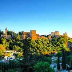 Vistas de la Alhambra y el Palacio de Generalife en #Granada #Andalucia #España  Views of Alhambra and the Generalife Palace in Granada #Spain  #alhambra #unescoworldheritage #alhambrapalace #alhambradegranada #viajes #travel #roadtrip #andalusia #andaluz #travelblog #travelblogger #memories #igersspain #ig_españa #ig_andalucia #igersandalucía #followme by estaentumundo