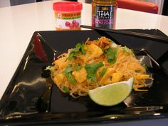 Pad Thai: - 2 X 50 g mung bean noodles - 3 Tbsp ml ) Country Sunrise Egg substitute - 2 tsp ml) canola oil - ¼ cup ml ) water - Protein Recipes, Protein Foods, Substitute For Egg, Mung Bean, Cabbage, Vegan, Vegetables, High Protein Foods, Veggies
