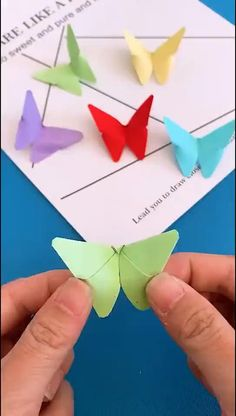 Paper Crafts Ideas - The Effective Pictures We Offer You About diy furniture A quality picture can tell you many things - Paper Flowers Craft, Paper Crafts Origami, Paper Crafts For Kids, Flower Crafts, Origami Flowers, Flower Oragami, Bird Paper Craft, Origami Gifts, Easter Crafts