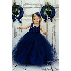 Modelo de vestidinho de dama perfeito Photo by Frilly Fairy Tales #daminha #wedding #bridesmaidkids #dress #daminhasdehonra