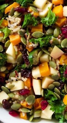 Fall Harvest Salad with Apple Cider Vinaigrette This Fall Harvest Salad is full of fall flavors; roasted butternut squash, tender wild rice, pepitas, sweet apples, and hearty kale. And finish the salad with a seasonal Apple Cider Vinaigrette! Clean Eating, Healthy Eating, Vegetarian Recipes, Cooking Recipes, Healthy Recipes, Thanksgiving Recipes, Fall Recipes, Thanksgiving Salad, Pasta Sin Gluten