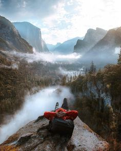 Is Yosemite National Park on your bucketlist for This is possibly the best place to chill out in the Yosemite Valley 🤙🏻 ⠀⠀⠀⠀⠀⠀⠀⠀⠀⠀⠀⠀⠀ — 📍 — 📸 Photo by Source Landscape Photography Tips, Nature Photography, Travel Photography, Iphone Photography, Photography Colleges, Photography Contests, Adventure Photography, London Photography, Photography Workshops