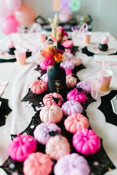 This SPOOK-TACULAR ghoul gang Halloween party is every little girl's dream! Mode Halloween, Halloween First Birthday, Pink Halloween, Halloween Party Decor, Holidays Halloween, Spooky Halloween, Halloween Themes, Halloween Balloons, 9th Birthday