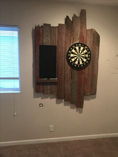 Barn wood dart board – Bild Hafen – diy home decor wood Basement Guest Rooms, Game Room Basement, Basement Pool, Basement Workshop, Basement Layout, Basement Designs, Basement Bathroom, Bathroom Remodeling, Basement Ideas