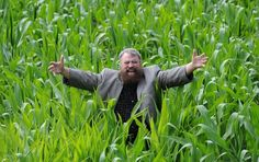Brian Blessed stands inside farmer Tom Pearcy's Maze on July 2014 in York, England. The York maze features the giant likenesses of famous Yorkshiremen Jeremy Clarkson, Geoffrey Boycott and Brian Blessed cut from an 18 acre field of maize. Brian Blessed, Jeremy Clarkson, The Adventure Zone, Family Days Out, July 11, Three Year Olds, Days Of Our Lives, British Actors, Arts And Entertainment
