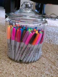Sweet mercy! That's a lot of sharpies!! (Sharpie Cookie Jar Office Organization! )