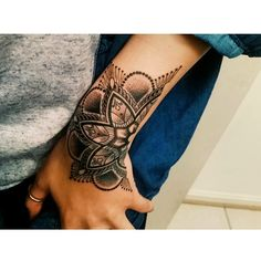 Hand Tattoos For Women - Tattoo Ideen Cover Up Tattoos, Body Art Tattoos, Sleeve Tattoos, Wrist Tattoo Cover Up, Mandala Wrist Tattoo, Tatoos, Mandala Sleeve, Wrist Hand Tattoo, Small Tattoos