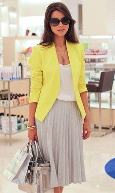 юбка плиссе с желтым жакетом