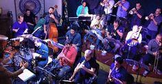 A Banda Urbana apresenta repertório com compositores consagrados, como Chico Buarque, Gilberto Gil, Guinga, Djavan, Johnny Alf e Luis Bonfá. A apresentação faz parte do Metrópole Jazz Fest, evento das segundas-feiras no Teatro Commune ao longo do mês. O grupo acompanha o trompetista Adam Rapa, compositor, produtor e educador que mora em Copenhague.