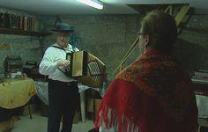O casal sucesso no Facebook: ela canta, ele toca concertina