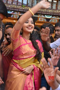 Actress Anupama Parameswaran Stills - Social News XYZ Music Heart, Anupama Parameswaran, Saree Trends, Girl Face, Hd Images, Beauty Queens, Actress Photos, Shiva, Desi
