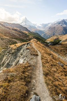 Zermatt - Hiking on the Matterhorn in the Valais - Hiking on the 5 Seenweg Zermatt Zermatt, Places To Travel, Places To Visit, Places In Switzerland, Swiss Alps, Hiking Trails, Outdoor Travel, Land Scape, Trekking
