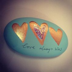 Stone Art - love always wins Pebble Painting, Dot Painting, Pebble Art, Stone Painting, Rock Painting Patterns, Rock Painting Ideas Easy, Rock Painting Designs, Art Patterns, Stone Crafts