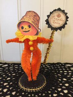 🎃 He is made from bump chenille pipe cleaners, card stock and is mounted on a glitter covered wooden disc for easy display. Retro Halloween, Halloween Ii, Halloween Ornaments, Halloween Home Decor, Holidays Halloween, Halloween Crafts, Halloween Decorations, Vintage Crafts, Vintage Ornaments