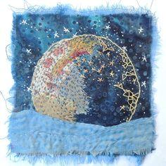 Textile Art 13581236364963350 - Source by elvanpektasd Art Fibres Textiles, Textile Fiber Art, Textile Artists, Crewel Embroidery, Embroidery Designs, Fabric Art, Fabric Crafts, Fabric Postcards, Quilt Modernen