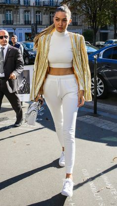 Gigi Hadid Street Fashion – at L'Avenue Restaurant in Paris …