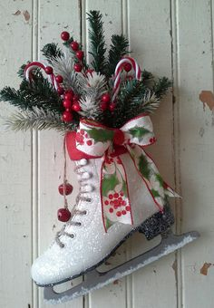Unique Xmas Tree Ornament Wooden Christmas Day Decoration Creative Christmas Skates Pendant Winter Ski Shoes Pendant Door Diamond