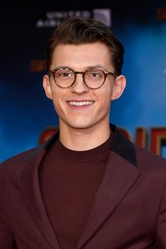 Tom Holland has a hilarious reaction to Spider Man staying in the MCU; Tom Parker, Tom Holland Peter Parker, Tom Holand, Baby Toms, Billy Elliot, Men's Toms, Mark Ruffalo, Tommy Boy, Hollywood