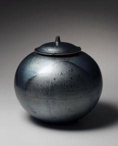 Kamada, Koji, Kamada Koji, vessel, cover, lid, tenmoku, silver, black, stoneware, glaze, contemporary, ceramics, Japanese, 2011