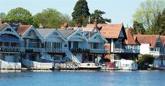 The magnificent boat houses on the riverside at Henley on Thames Henley Royal Regatta, Henley On Thames, Boathouse, Britain, Places To Visit, England, Mansions, House Styles, House Ideas