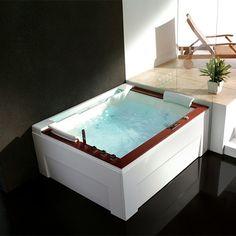 Pour un intérieur moderne et contemporain dans les moindres détails, craquez pour cette superbe baignoire balnéo suffisamment spacieuse pour accueillir deux personnes. Un moment de détente partagé. #baignoire #balnéo #salledebain