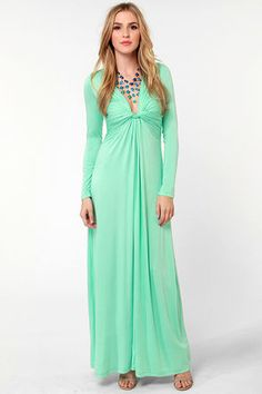 Love this mint green color for a maxi - great for Miami! Would be so cute paired with coral jewelry