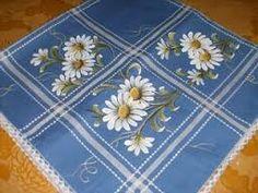 Resultado de imagem para caminhos de mesa  em tecidos pintado