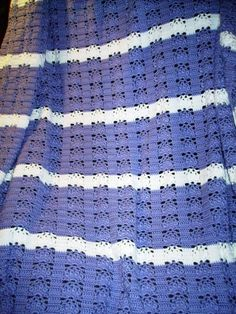 Crochet Queen Size Blanket Pattern : ... Crocheted blankets on Pinterest Queen size blanket, Daisy pattern