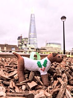 @btinahat Took one of my festive dogs to London to see The Shard this weekend for my MisHelenEous Christmas Competition. Dex from Twitter with another great entry!
